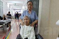 Phẫu thuật thay khớp háng bán phần cho một cụ bà 103 tuổi