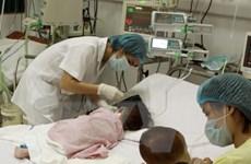 Dùng lá cây lộc mại chữa táo bón, bé gái 1 tuổi bị tan máu cấp