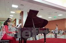 [Video] Sững sờ với tiếng đàn piano thánh thót tại Bệnh viện 108