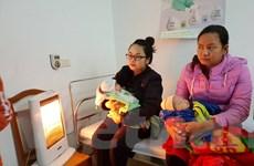 [Photo] Trạm y tế trang bị quạt sưởi làm ấm trẻ em khi tiêm chủng