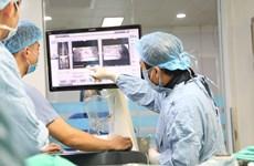 Bệnh viện tuyến tỉnh đầu tiên phẫu thuật cột sống bằng robot