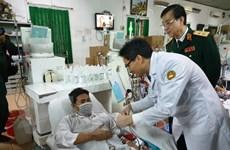 Phó Thủ tướng Vũ Đức Đam tặng quà Tết cho các bệnh nhân