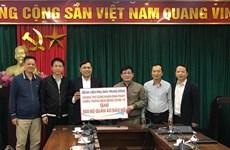 Tặng 500 bộ quần áo bảo hộ cho Hội hữu nghị Việt-Pháp