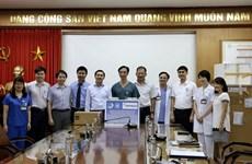 Tặng thiết bị phòng chống dịch COVID-19 cho Bệnh viện Bạch Mai