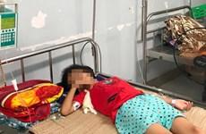 Bé gái 11 tuổi nguy kịch do uống nhầm chai axit rửa ắc quy