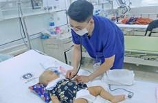 Trượt chân ngã, bé trai 11 tháng bị kéo đâm xuất huyết não