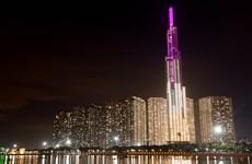 Thắp sáng các toà nhà màu hồng để phòng chống ung thư vú