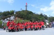 Niềm tự hào Việt Nam và chiếc khẩu trang vải in hình cờ đỏ sao vàng