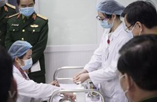 Việt Nam bắt đầu tiêm mũi 2 vắcxin COVID-19 liều 25mcg