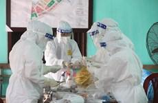 Các cán bộ CDC căng mình, miệt mài lấy mẫu xét nghiệm 80.000 công nhân