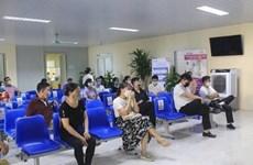Chen lấn tiêm vaccine phòng COVID-19: Những nguy cơ tiềm ẩn