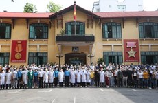 Hơn 300 y bác sỹ lên đường vào chi viện chống dịch tại miền Nam