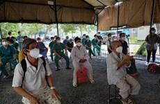 Nhóm bệnh nhân đầu tiên xuất viện ở Trung tâm hồi sức của BV Bạch Mai