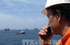 Nỗ lực cứu thuyền viên, ngăn dầu tràn trên vùng biển Quảng Trị