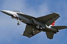 Máy bay chiến đấu Mỹ làm rơi phanh vào nhà dân