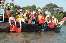 Thả hơn 290.000 cá giống bản địa quý hiếm ra sông Hậu