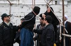 Bà mẹ Iran tha mạng sống cho kẻ giết con bằng 1 cái tát