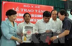 Trao tặng 157 tủ thuốc tàu cá đánh bắt xa bờ cho ngư dân Hà Tĩnh
