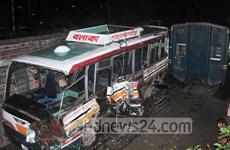 Bangladesh: Tàu hỏa đâm xe buýt, gần 50 người thương vong