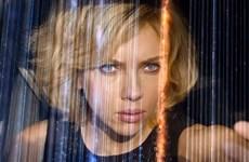 """Bom tấn """"Lucy"""" đứng đầu bảng doanh thu phòng vé trên toàn thế giới"""