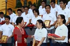 Phó Chủ tịch nước tiếp đoàn học sinh đoạt giải Olympic quốc tế