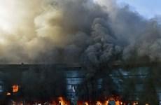 Sinh viên Mexico ném bom xăng tại trụ sở chính quyền bang Guerrero