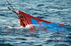 Cứu 9 thuyền viên trên tàu cá bị chìm tại vùng biển Malaysia