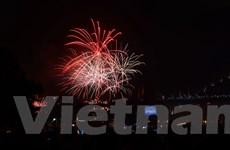 [Photo] Lung linh màn trình diễn pháo hoa đón Năm mới tại Sydney