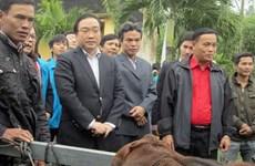 Phó Thủ tướng Hoàng Trung Hải tặng quà hộ nghèo tỉnh Quảng Ngãi
