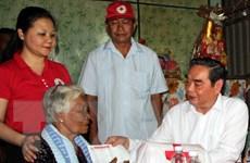 Thường trực Ban Bí thư thăm, tặng quà Tết các hộ nghèo tại Bạc Liêu
