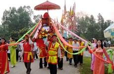 Phục dựng lễ rước nước trong Lễ hội Đền Vua Mai năm 2015