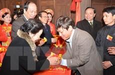 Phó Chủ tịch nước dự lễ phát lương cầu mùa màng ở Đền Trần Thương