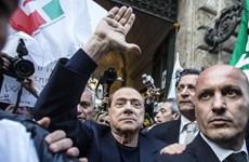 """Cựu Thủ tướng Italy bị cáo buộc """"trả lương"""" cho nhiều gái làng chơi"""
