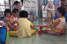 Tạm đình chỉ công tác Giám đốc Trung tâm xảy ra hành hạ trẻ có HIV