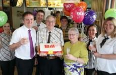 Cụ ông 90 tuổi vẫn hăng say làm nhân viên cho hãng McDonald