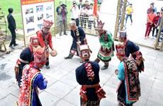 Khai mạc Hội chợ Hùng Vương chào mừng Lễ hội Đền Hùng 2015