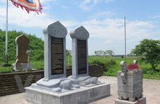 """Phải tháo dỡ toàn bộ bia đá dựng """"chui"""" tại đền Trần trước 15/5"""