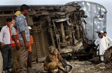 Ấn Độ: Tàu hỏa đâm xe kéo khiến hơn 40 người thương vong