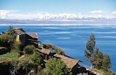 1.400 tình nguyện viên Bolivia tham gia khử nhiễm hồ Titicaca