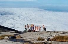 Malaysia tạm giam du khách nghi thoát y trên đỉnh núi Kinabalu