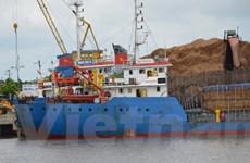 Xử lý nghiêm các cá nhân cho tàu quá khổ lưu thông trên sông
