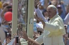 Giáo dân Ecuador tung hoa chào đón Giáo hoàng Francis