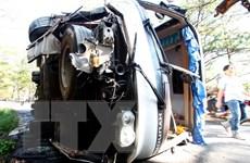 Lật xe khách trên cao tốc Nội Bài-Lào Cai, 6 hành khách bị thương