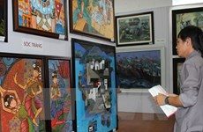 Triển lãm mỹ thuật Đồng bằng sông Cửu Long hấp dẫn người xem