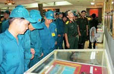 Triển lãm ảnh Bác Tôn với Quân đội nhân dân Việt Nam