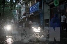 """Đường phố Hà Nội ngập nặng sau cơn mưa """"giải nhiệt"""""""