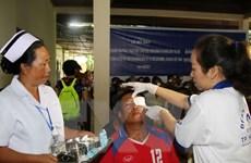 Việt Nam giúp đem lại ánh sáng cho các bệnh nhân nghèo tại Lào