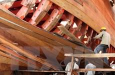 Bài 2: Đóng tàu vươn khơi - Gỡ khó để người dân làm giàu từ biển