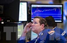 Khu vực bán lẻ sa sút và giá dầu giảm gây áp lực lớn với Phố Wall