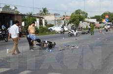Tây Ninh: Va chạm với xe cùng chiều, 2 thanh niên bị ôtô cán chết